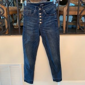 5 BUTTON MID-RIDE FRAY JEANS